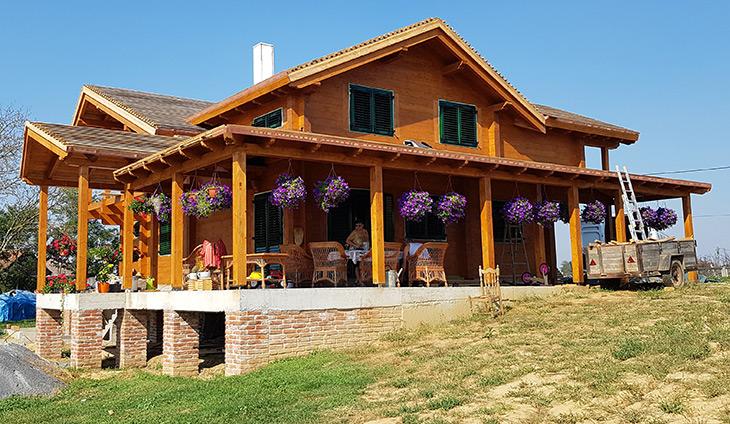 Drvena stolarija na kući u Garešnici